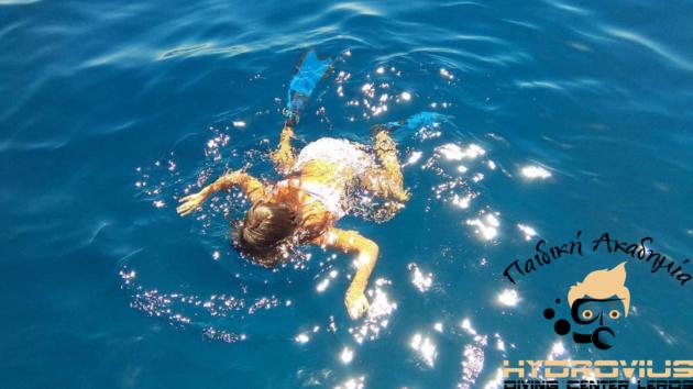 Τα παιδια κατακτουν την θαλασσα – Μαθαινω κολυμπι